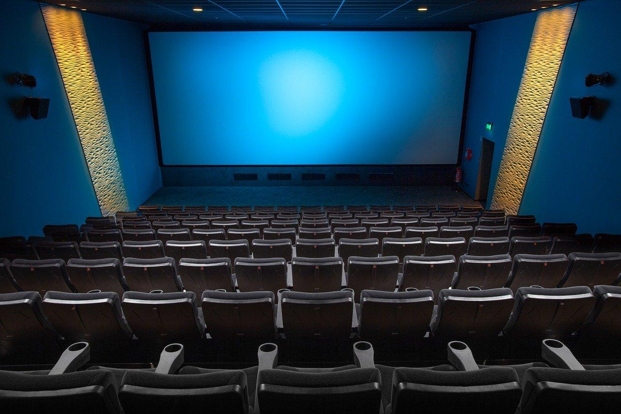 China A DECIS SĂ REDESCHIDĂ cinematografele de luni