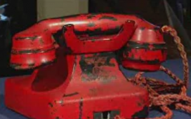 """Telefonul lui Hitler care """"a trimis milioane de oameni la moarte"""" s-a vândut la licitație pentru 243.000 de dolari"""