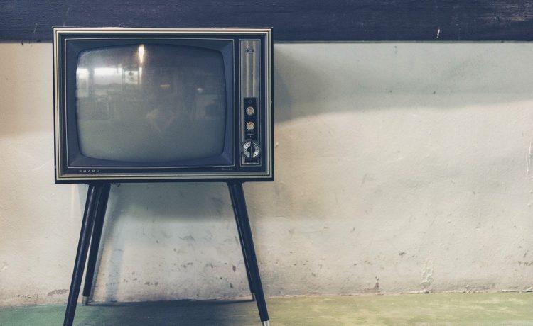 Un televizor vechi a lăsat tot satul fără internet timp de 18 luni! Care a fost explicația?