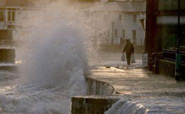 Furtuna Alex lovește Marea Britanie!
