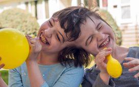 Tatiana şi Krista, gemenele siameze care văd lumea una prin ochii alteia