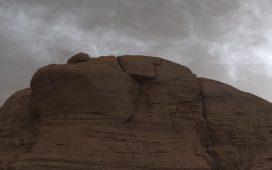 Curiosity a observat nori strălucitori pe Marte
