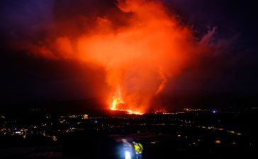 Norul de cenușă cauzat de erupția vulcanului La Palma ajunge în România